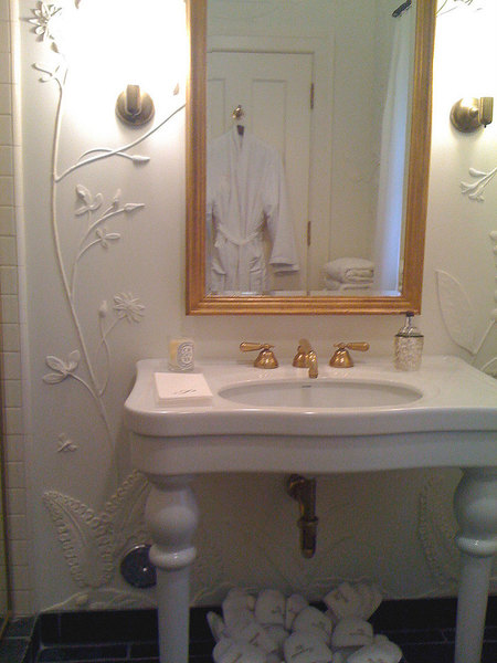 Hand sculpted plaster walls